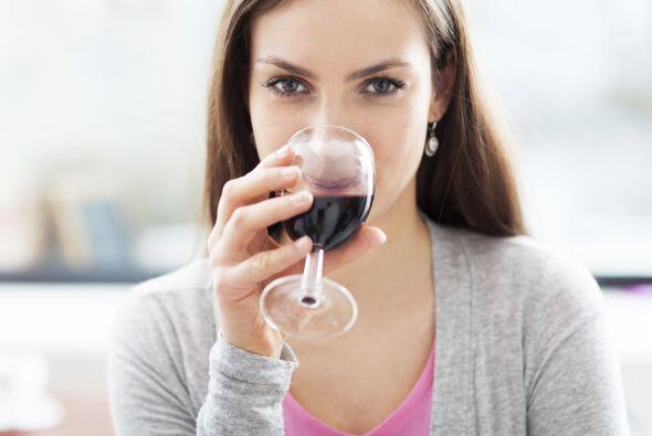Bebe con cautela. No consumas alcohol con el estómago vací...