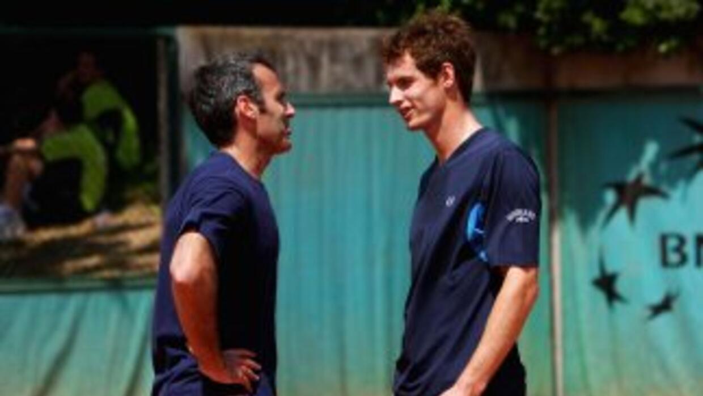 Tras una mala racha, Andy Murray (derecha) decidió dejar a su técnico Al...