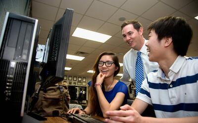 Estudiantes de Clements High, una de las mejores escuelas, según U.S. News.