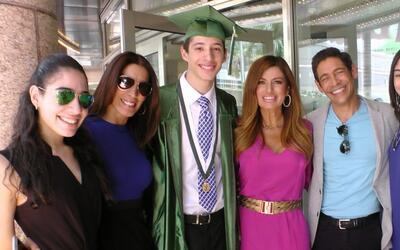 Estudiando por un sueño: Johnny gozó la graduación de su hijo