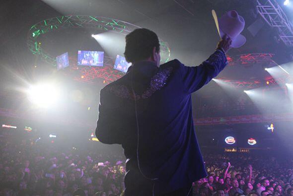 #GraciasHouston Escucha El Show de Raúl Brindis por internet
