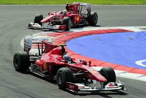 El duelo interior entre los dos Ferrari fue dominado totalmente por Alon...