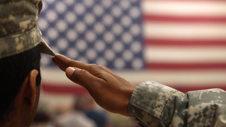 Hispanos honrando a los militares caidos