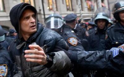 Fotos de brutalidad policíaca en NY invaden Twitter