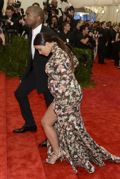 Y por si fuera poco, los pies de Kim Kardashian lucieron más gord...