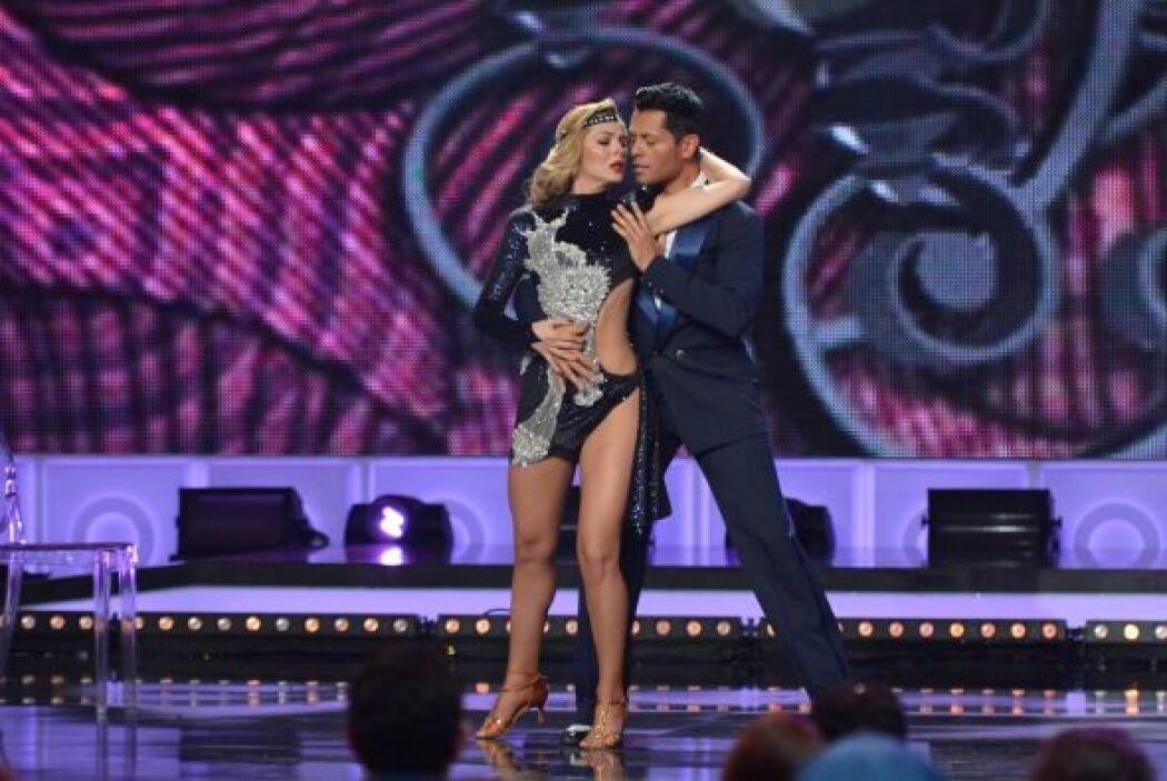 La figura de Mira Quién Baila dio una demostración de baile y sensualida...