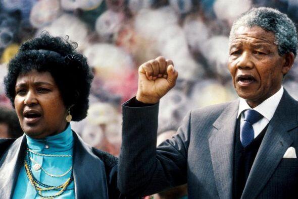 11 de febrero de 1990: Tras 27 años y medio de cautiverio, Mandela obtie...