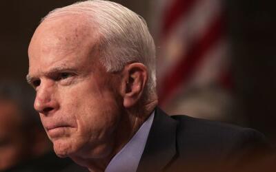 El legislador republicano John McCain en una audiencia en el Congreso el...