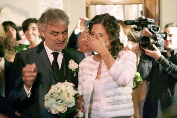Este es el segundo matrimonio de Andrea, se divorció en 2002 de E...