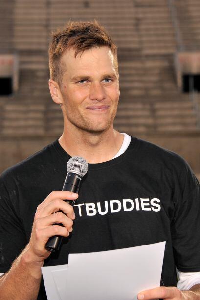 Tom Brady Quarterback de los New England Patriots.  Más videos de Chisme...