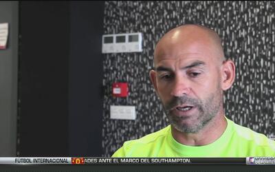 El DT del Granada elogió a Ochoa pero avisó que va a tener que ganarse e...