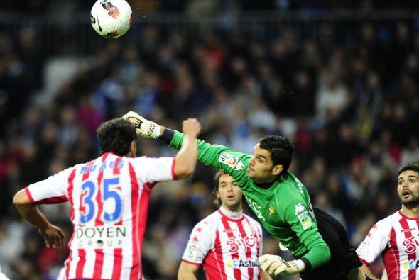El Sporting apostó por un esquema netamente defensivo en el Bernabéu, qu...