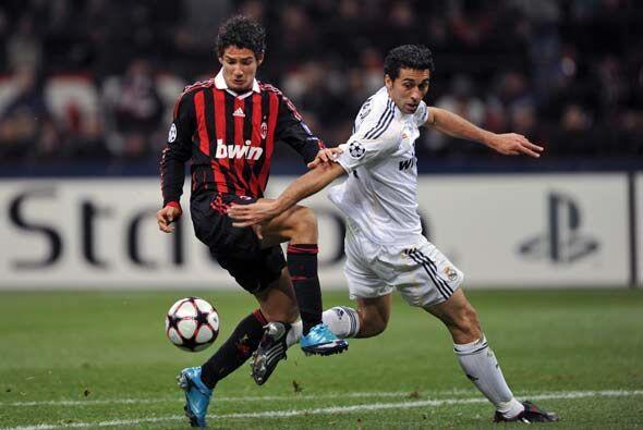 A Pato le anularon un gol que pareció legal.