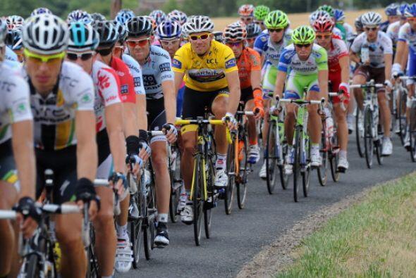 El líder del Tour de Francia, Thor Hushhovd (sweater amarillo) tampoco p...