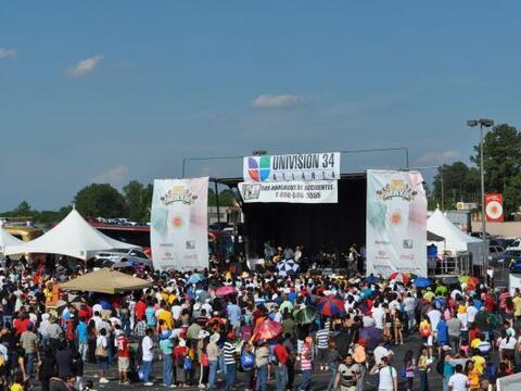 Cada año Univision Atlanta y Plaza Fiesta se unen para organizar...