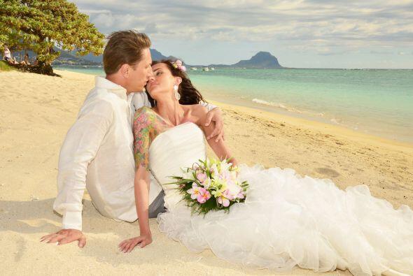 Tuvieron una boda encantadora con mucho color.