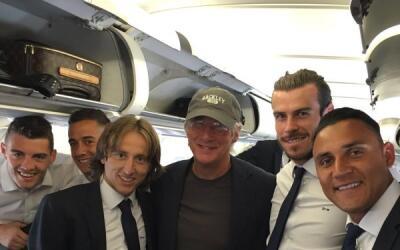 Richard Gere se fotografió con los jugadores del Madrid.