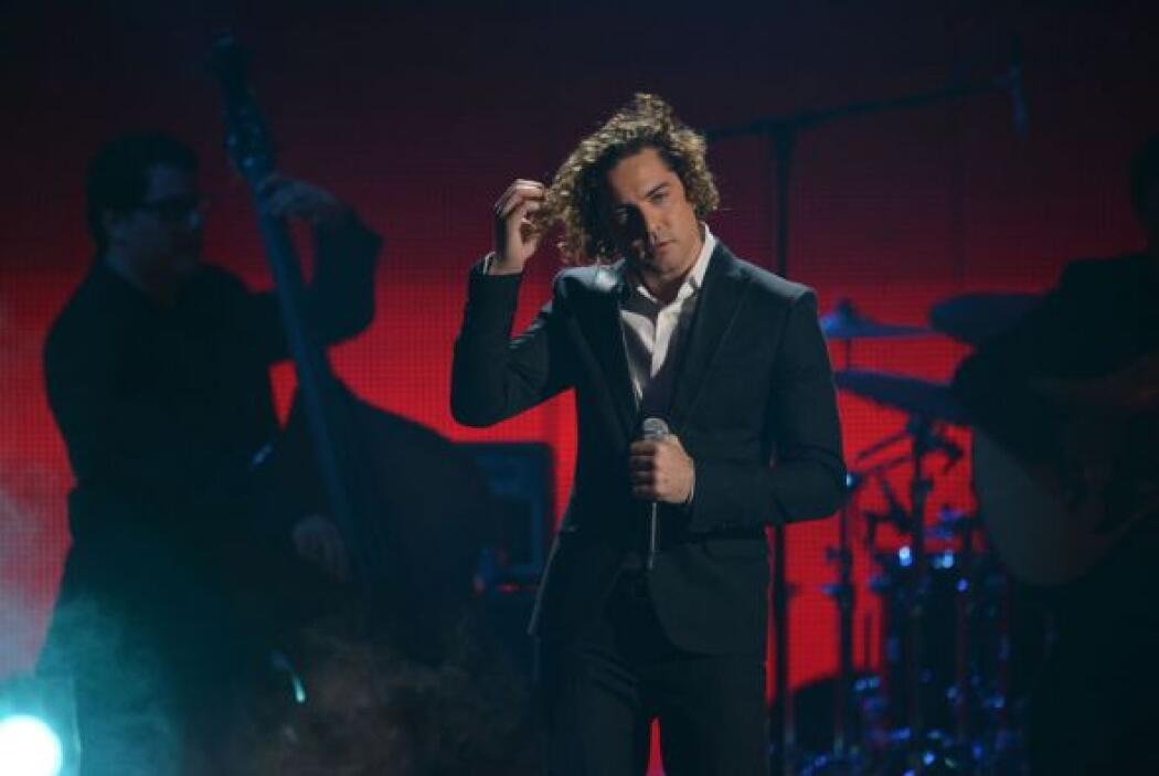 El cantante interpretó el tema 'Ella'.