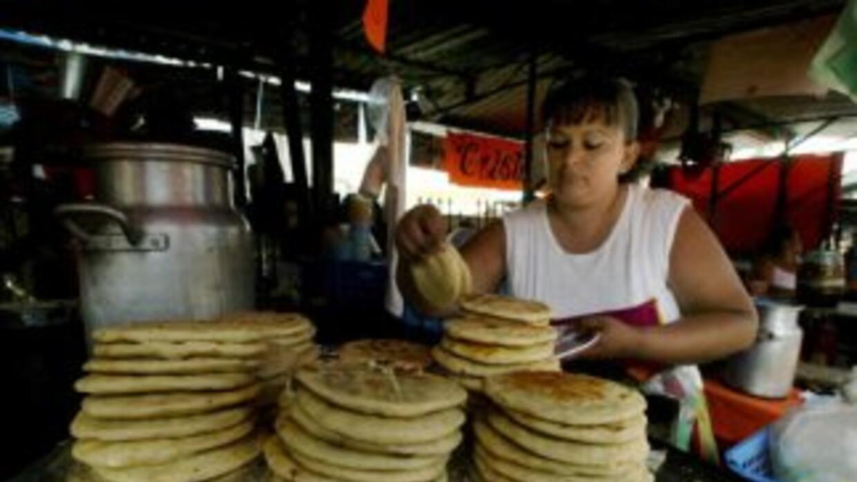 Las pupusas salvadoreñas está cobrando popularidad entre los hispanos en...