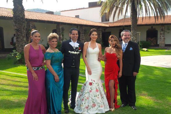 Ahora sí es oficial, Ana es un miembro más de la familia Martínez.