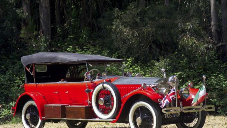El Rolls Royce está equipado con un motor de 8 litros de seis cilindros...
