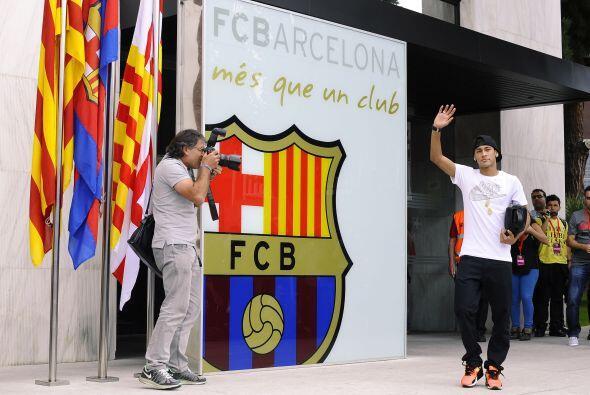 El futbolista primero tenía que ir a firmar su contrato definitiv...