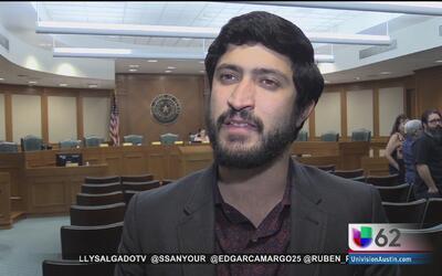 Legisladores debaten un aumento en el salario mínimo en Texas