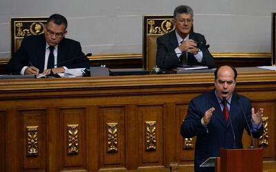 El diputado opositor Julio Borges interviene en la Asamblea Nacional.