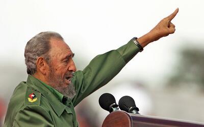 El fallecido exgobernante cubano Fidel Castro durante un discurso en La...