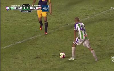 Disparo afuera de Mauro Ronaldo Portillo Arroyo