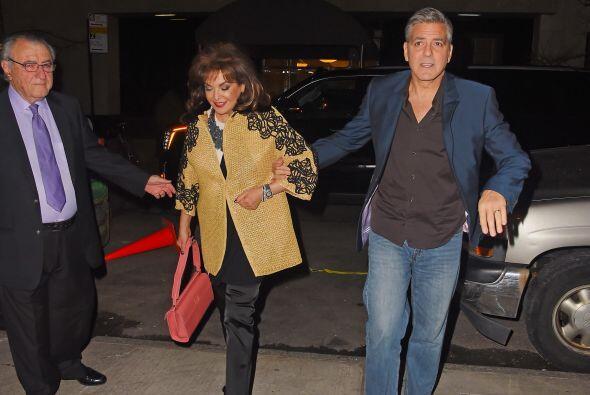 ¡Sorpresa! Los papás de Amal iban con ellos.