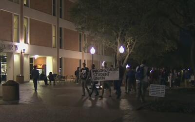 Se realiza vigilia en Arlington en reproche a las medidas aplicadas por...