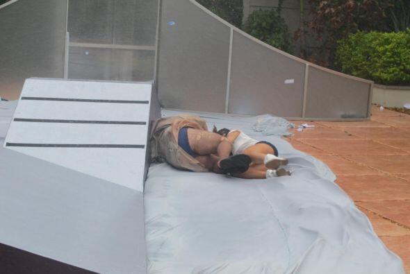 Cuando el viento comenzó a arrastrarla por el piso, fue cuando Alejandra...