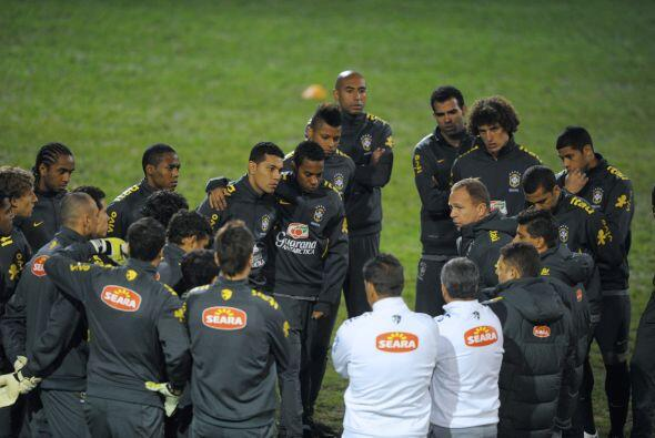 Si no hay grandes sorpresas Menezes tendría en el once titular al...