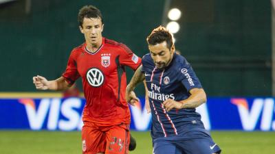Ezequiel Lavezzi y PSG jugando contra D.C. United