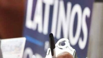 Cerca del 60% de los votantes latinos dijo que votaría por el binomio Ob...