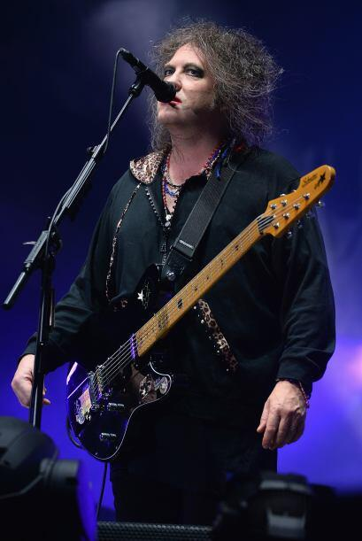 Robert Smith de The Cure, con el look que impuso como moda hace m&aacute...