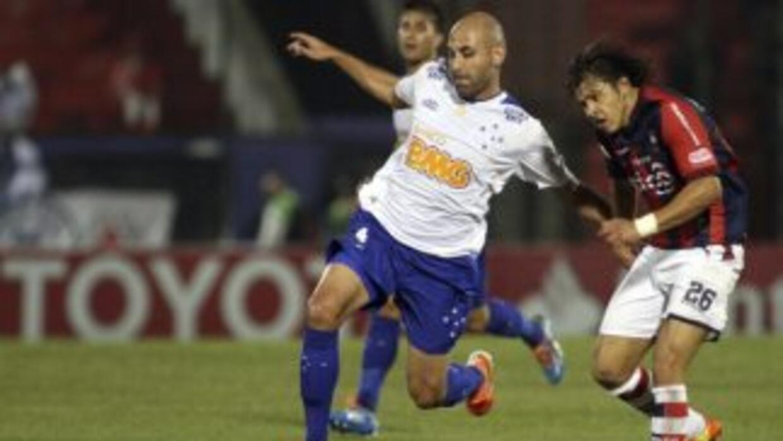 Cruzeiro se impuso 2 - 0 a Cerro Porteño y obtuvo su pase a cuartos de f...