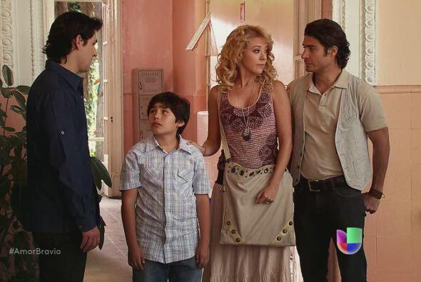 Román quiere que Rafa y Viviana lo adopten. Antes deberá hacerse una inv...