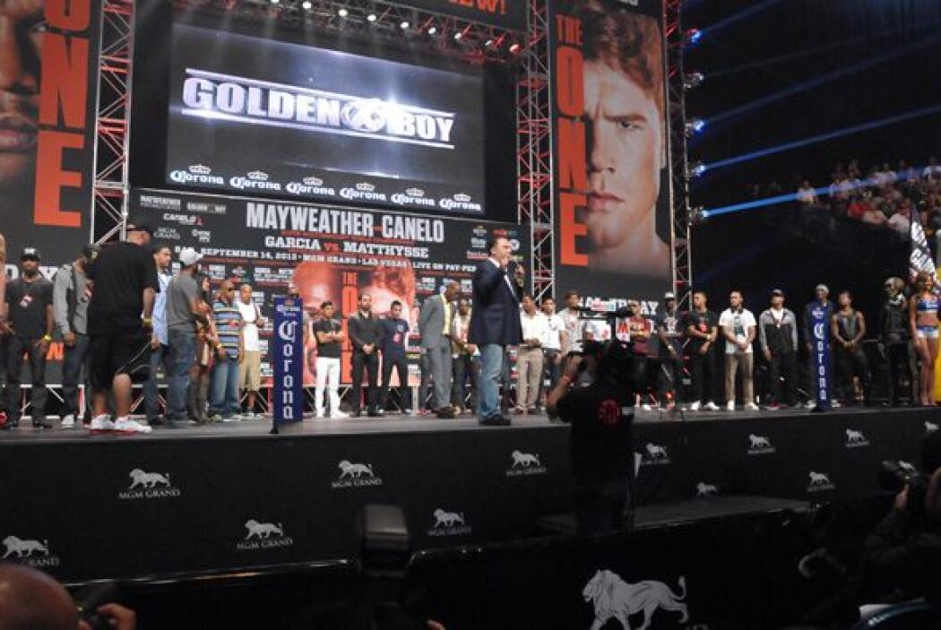 Y una pléyade de estrellas del boxeo, algunas establecidas y otras abrié...
