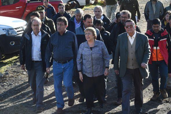 La presidenta de Chile, Michelle Bachelet, viajó el jueves a la zona afe...