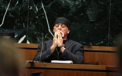 Terry Bollea, conocido como Hulk Hogan, durante su testificación en marz...