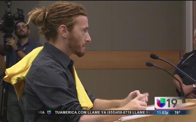 Sean Thompson, activista que lanzó un pastel al alcalde de Sacramento, t...