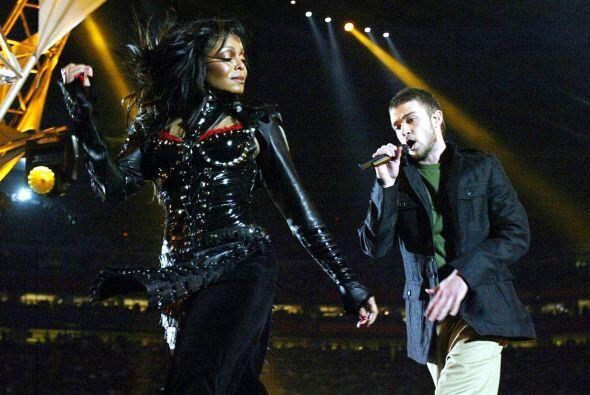 Cómo olvidar el 'outfit' que usó Janet Jackson durante el 'show' de medi...