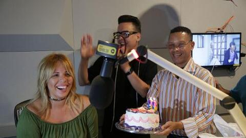 Invadimos el estudio para cantarle happy birthday a nuestra querida locu...