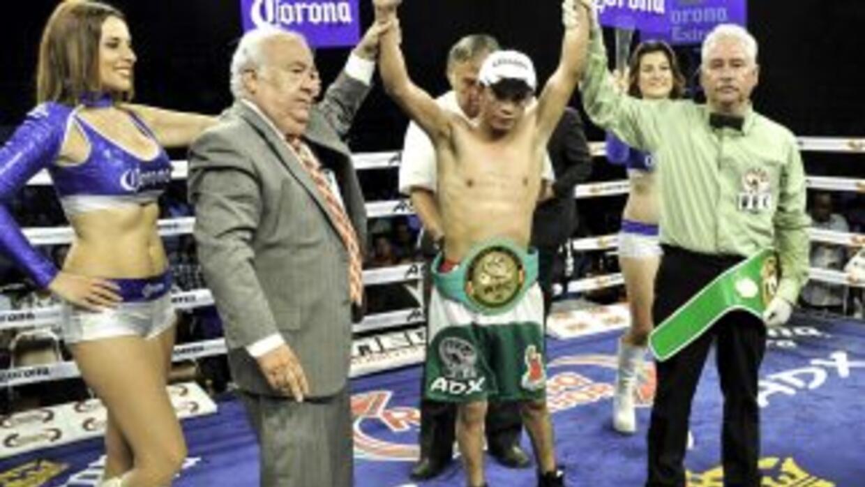 Santos derrotó a Golez (Foto: Canelo Promotions)