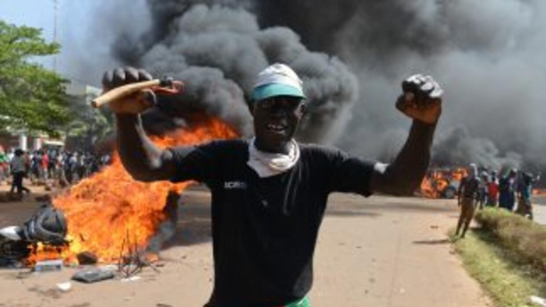 El presidente decretó estado de emergencia tras una jornada de disturbio...