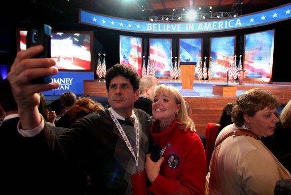 Gente del partido republicano se prepara en el previo al  evento de M...