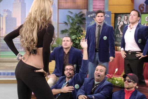 Daniel Arenas estaba muy entretenido con los Paparrines y nuestra sensua...