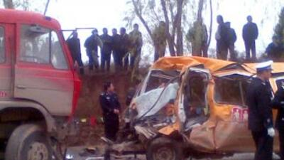 Un autobús se accidentó en China y dejó al menos 15 muertos.